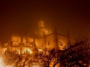 Catedral con niebla